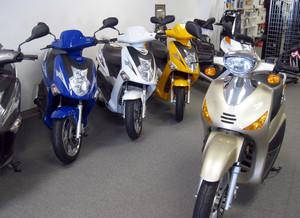 城市郊区摩托车专卖店装修效果图