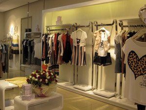 100平米精美服装店装修设计效果图