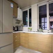 房屋原木色小厨房