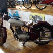 精致型摩托车店面