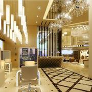 奢华的金色系发廊
