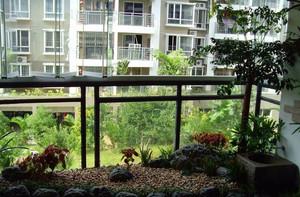 清凉舒适的阳台花园装修效果图