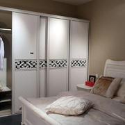 优雅卧室衣柜图片