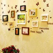 暖色系客厅照片背景墙装饰