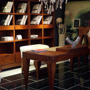 深色调书柜装修设计