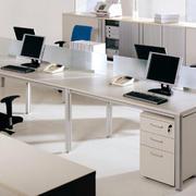 简约多人型办公桌装饰