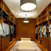 温馨精巧的衣柜