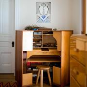 小户型简约客厅原木置物柜