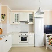 白色简约的厨房