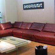 深红色皮制沙发设计