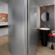 2层房简约浴室镜设计