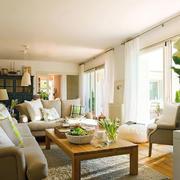 暖意洋洋的房屋客厅