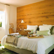 房屋卧室原木色背景墙
