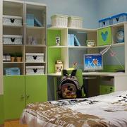 简约绿色书柜装饰