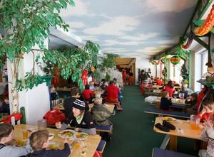 美式简约风格儿童餐厅桌椅设计