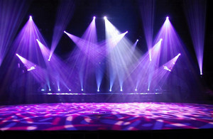 紫色调舞台灯光设计
