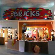 现代简约儿童餐厅前台装饰