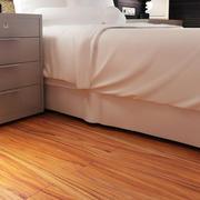 复式楼简约卧室原木地板装饰
