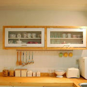 温馨厨房暖色调置物柜