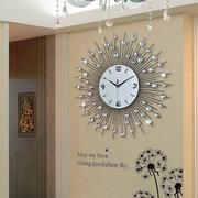 客厅个性张扬的钟表