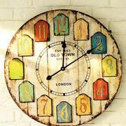 客厅沙发背景钟表