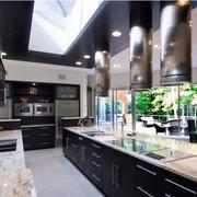 时尚厨房黑色吊顶