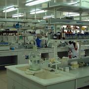 实验室简约桌台装饰