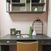 简约风格小型书房悬空书架装饰