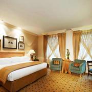暖色调宾馆卧室图片