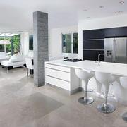 纯白色的厨房设计图