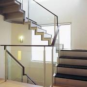 楼梯间玻璃扶手装饰
