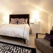 美式简约风格斜顶卧室设计