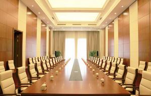 暖色调会议室装修