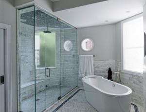 卫生间白色卫浴装饰