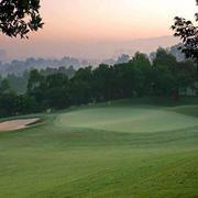 黄昏下的高尔夫球场