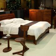 家居馆欧式简约风格原木床饰设计