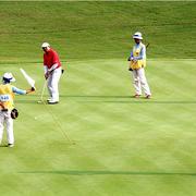 郊区的高尔夫球场