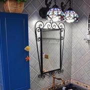 地中海风格卫生间采用灯饰装饰