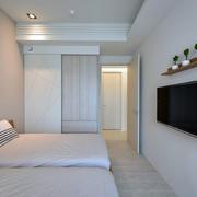 三室一厅卧室白色背景墙
