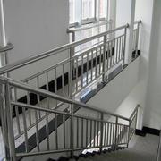 现代简约风格楼梯不锈钢扶手装修效果图