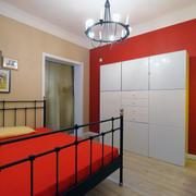 现代简约三室一厅红色墙纸