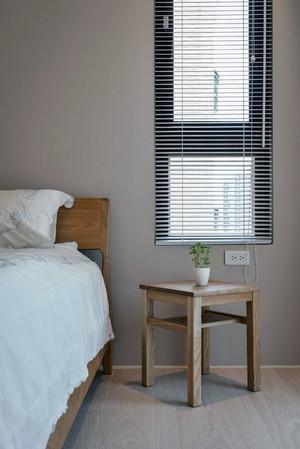 三室一厅超级简约的卧室床头墙