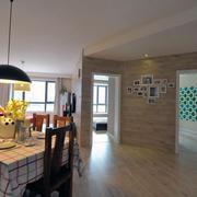 三室一厅超级简约的客厅地板砖