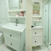 小户型精巧卫生间置物柜