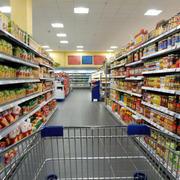 超市大型货架展示