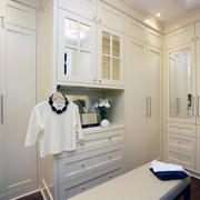 纯白色调衣帽间设计图