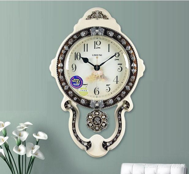欧式典雅客厅挂钟装修设计效果图