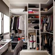 公寓小型衣帽间图片