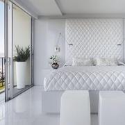 白色纯洁的卧室