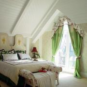 地中海风格简约斜顶卧室装饰